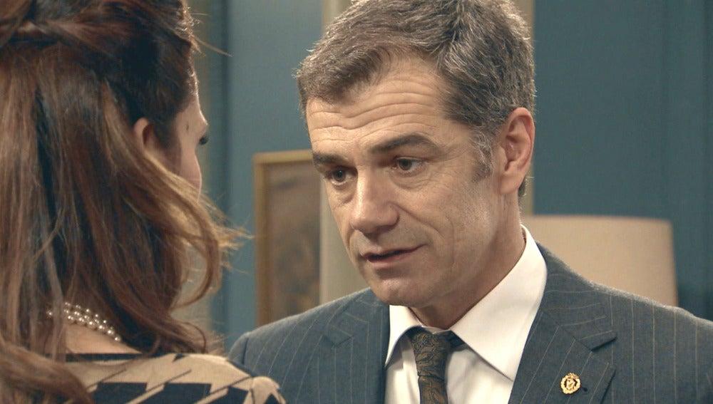 Eugenio le declara su amor a Adela