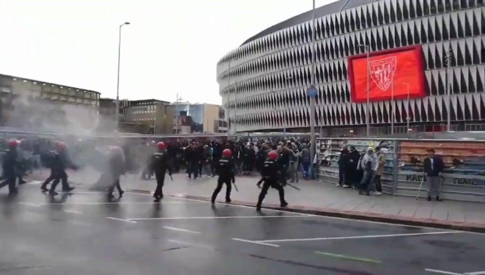 Incidentes en los alrededores de San Mamés antes del Athletic - Marsella
