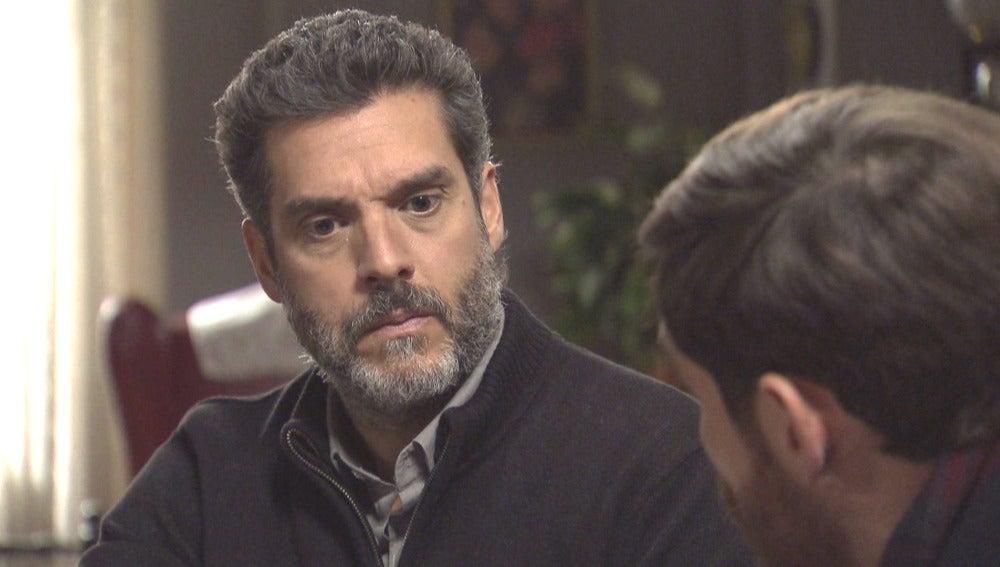 Eladio le pide ayuda a Toni para saber qué le ocurre a Pepa