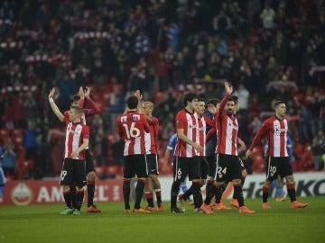 Los jugadores del Athletic celebran el pase a octavos de la Europa League