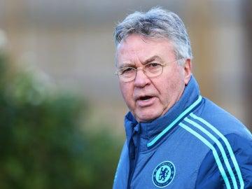 Guus Hiddink en un entrenamiento del Chelsea