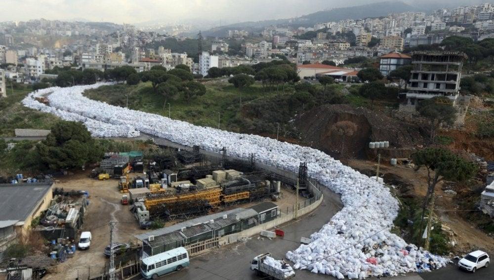 Un río de basura colapsa Beirut