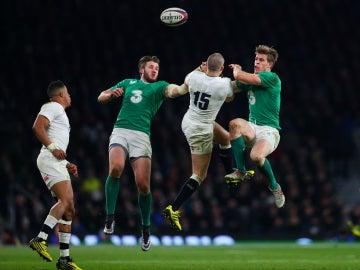 Inglaterra e Irlanda luchan en el VI Naciones
