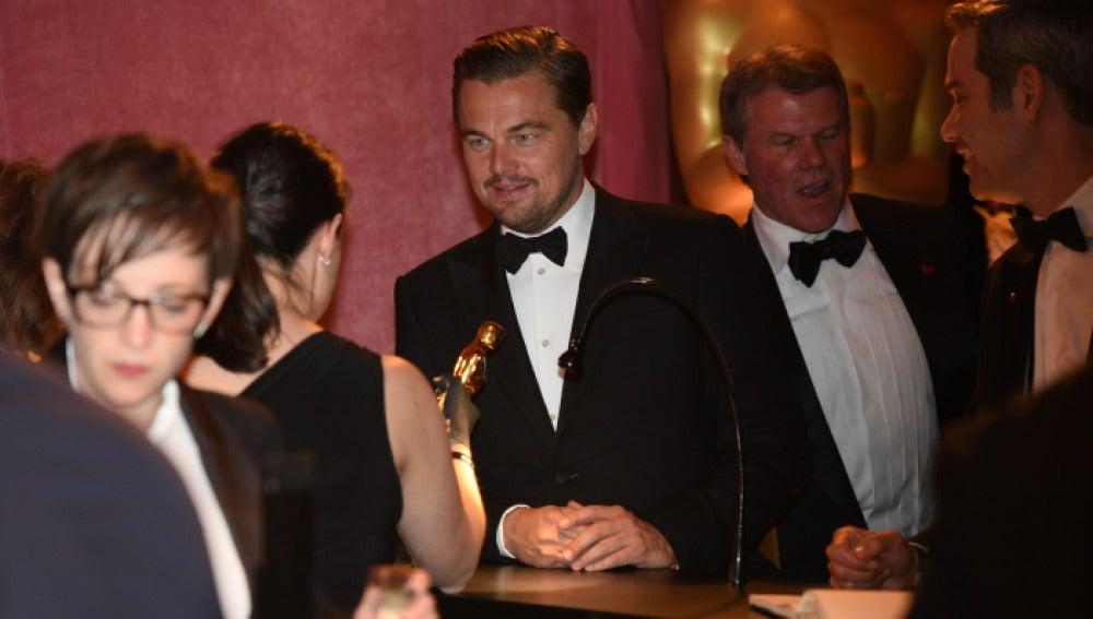 Leonardo DiCaprio tras ganar el Oscar
