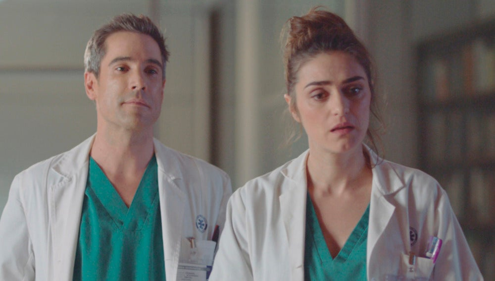 Daniel y belén en el despacho de Adela