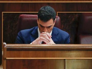 Pedro Sánchez en su escaño
