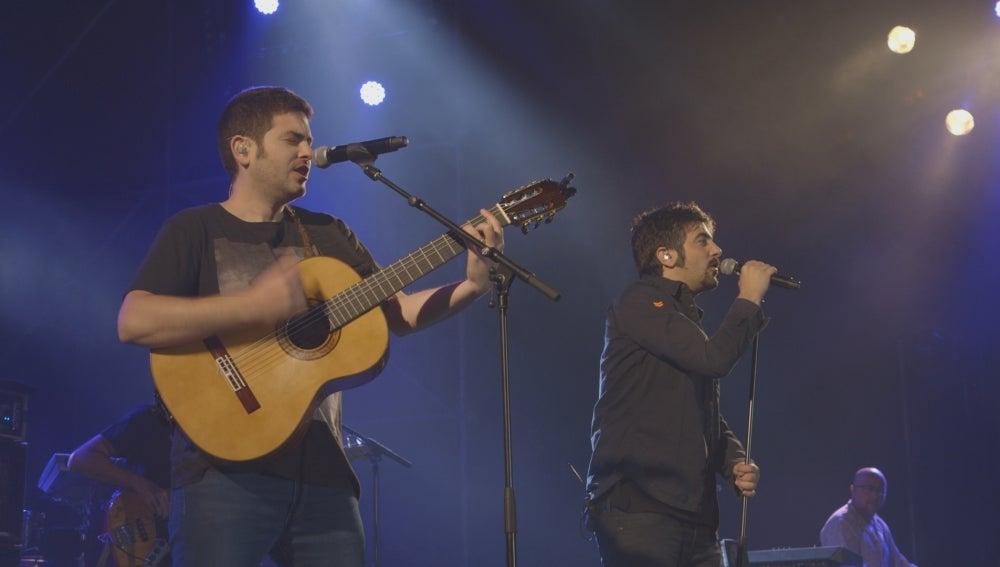 Los hermanos José y David Muñoz (derecha), integrantes del dúo Estopa