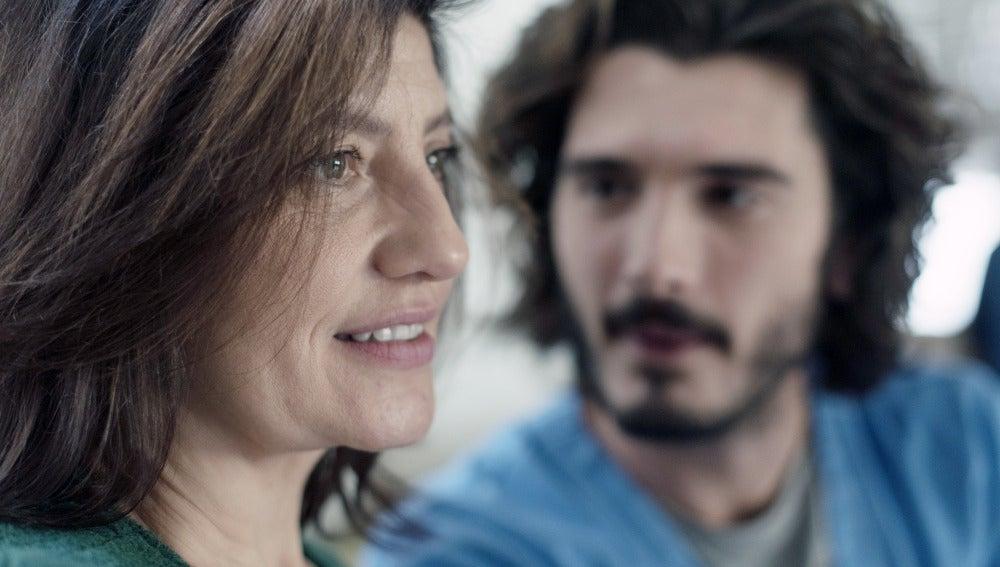Víctor habla con su madre