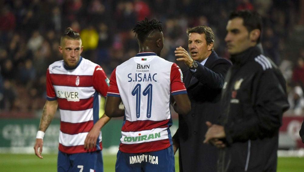 Isaac recibe instrucciones de José González