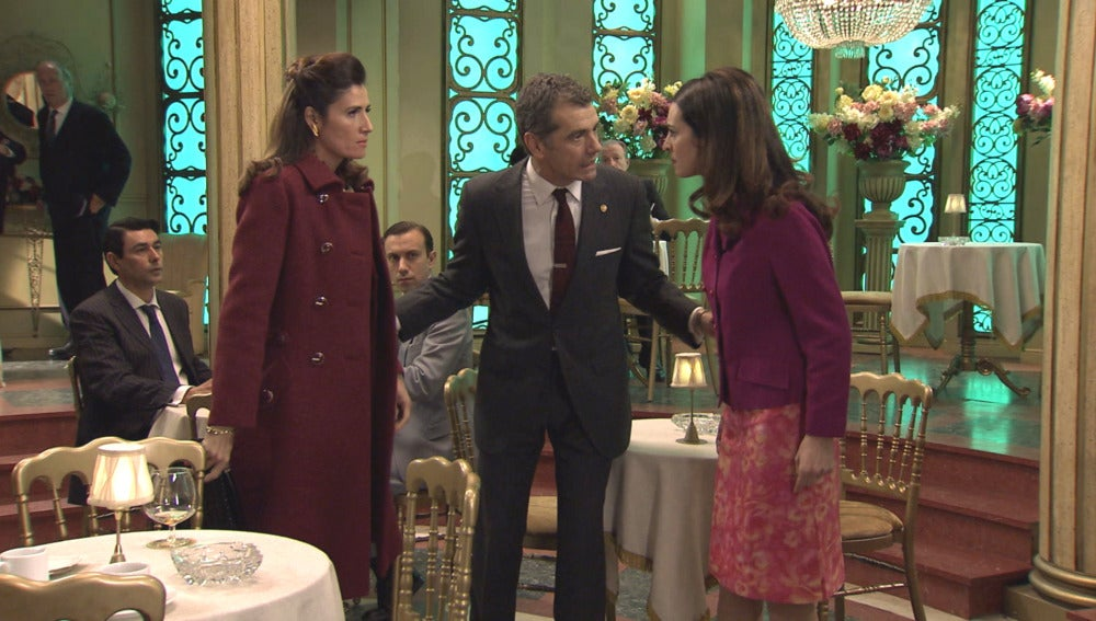 Adela le reprocha a Rosa Álvarez que se haya enfrentado a su hija
