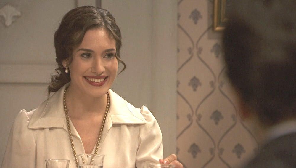 Beatriz le propone a Camila bajar juntas al pueblo