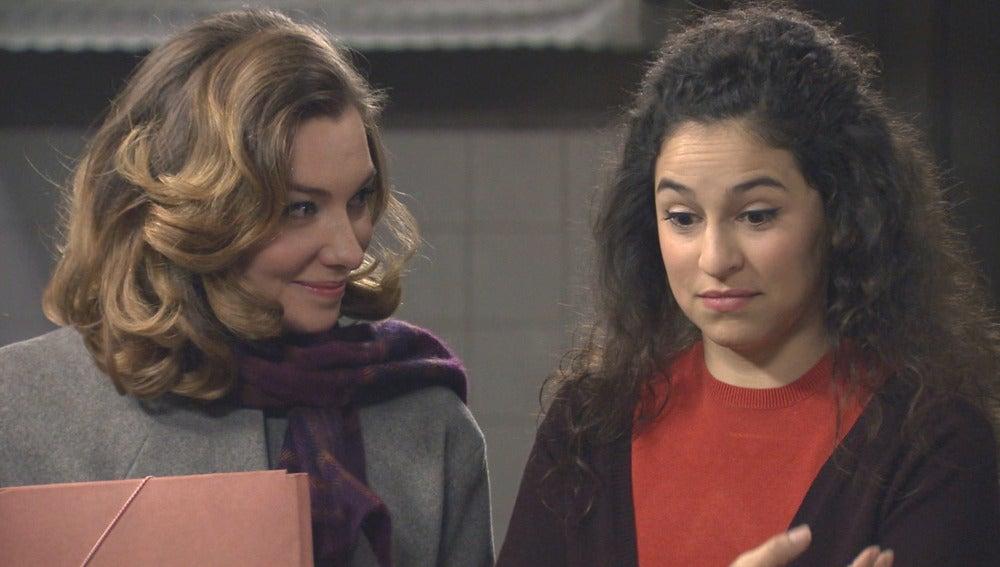 Carmen recibe la noticia de que Mariano es el responsable de su readmisión