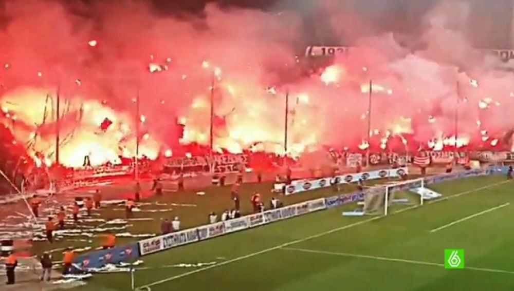 Frame 1.912897 de: El Gobierno suspende la Copa de Grecia por los violentos disturbios