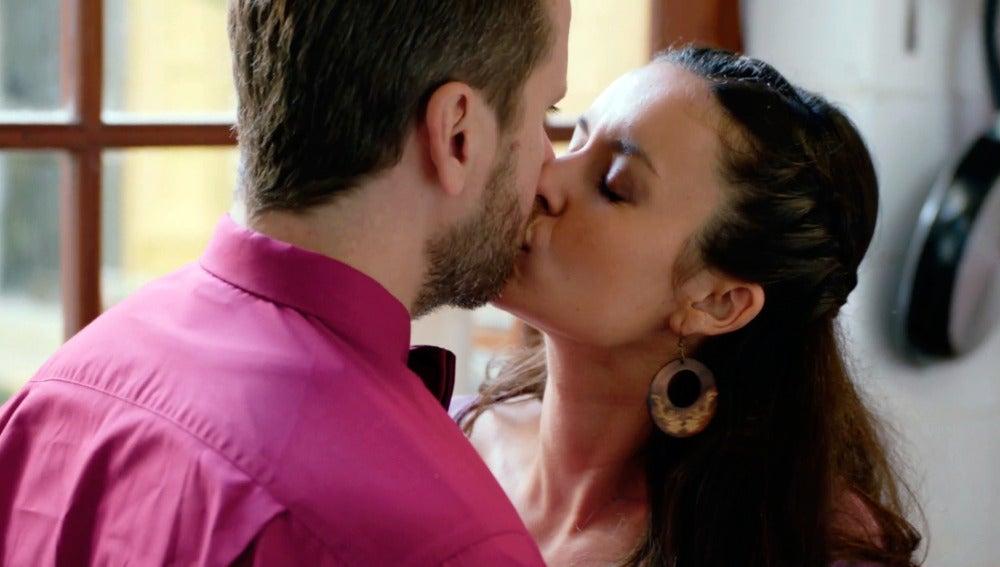 """Elena besa y desconcierta a Rafi: """"Gracias por animarme a perseguir mis sueños"""""""