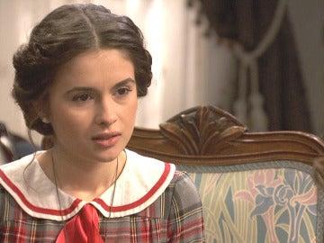 Beatriz rechaza la proposición de Camila de bajar juntas al pueblo