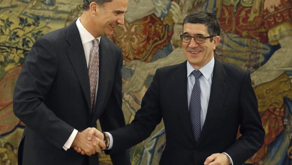 El Rey junto a Patxi López