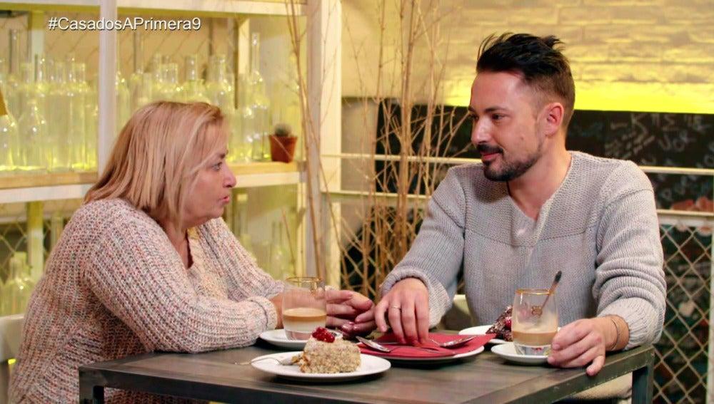 José Ramón y Alberto buscan respuestas en sus familiares y amigos