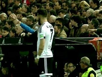 Frame 39.06209 de: Neville se rinde ante las presiones de Mestalla y saca a Negredo