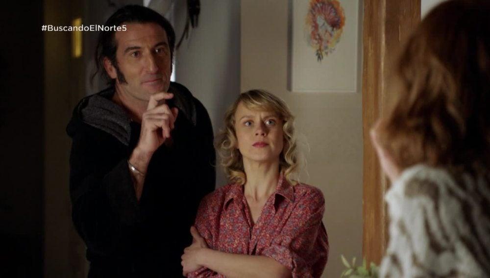 Adela pilla a su padre con una alemana en su casa