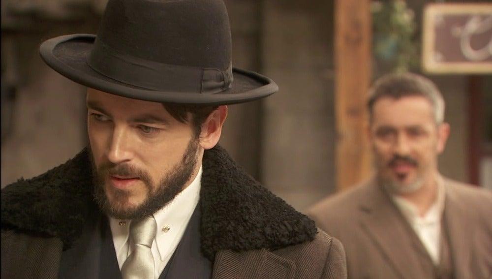 Alfonso increpa a Hernando tras el despido del capataz Mejía