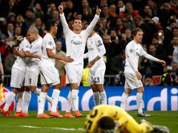 Los jugadores del Real Madrid celebran un gol de Cristiano Ronaldo