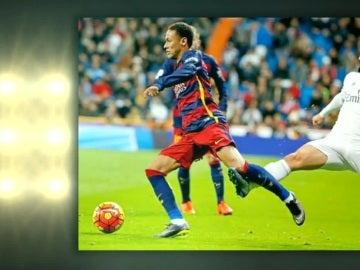 Isco pega una patada a Neymar durante el Clásico