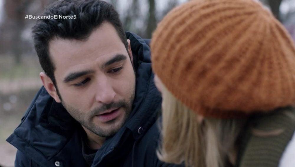 """Álex y Ulrike, a punto de besarse: """"Siempre puede aparecer alguien que te haga dudar de lo que quieres"""""""