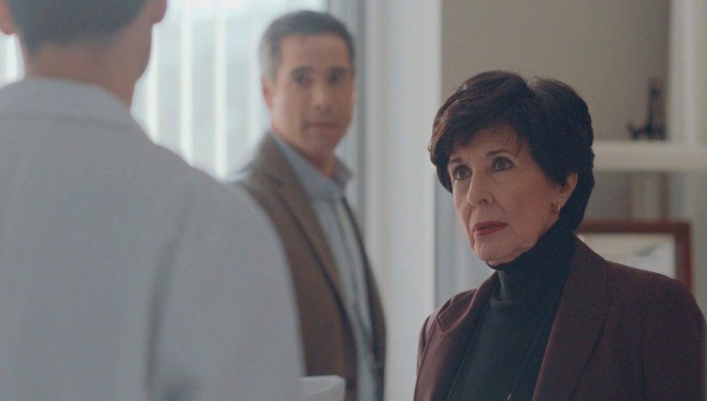 Adela y Daniel hablan con Alain