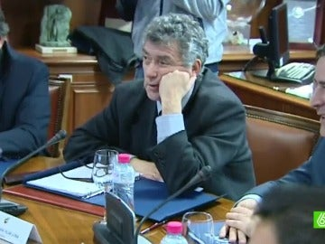 Villar posando en una reunión
