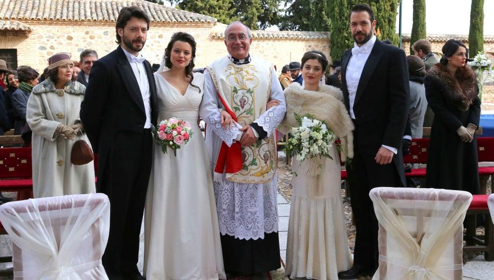 Lucas, Sol y Severo y Candela junto a Don Anselmo