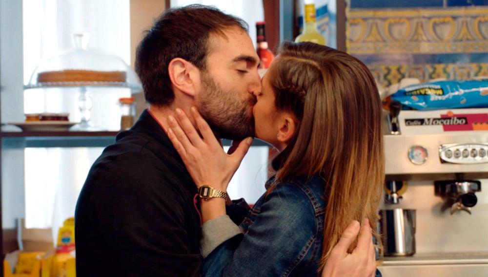 Carmen se disculpa con Iñaki por haber desconfiado de él