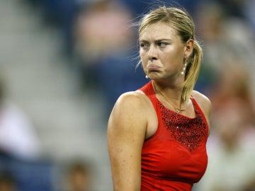 Maria Sharapova gesticula durante un partido