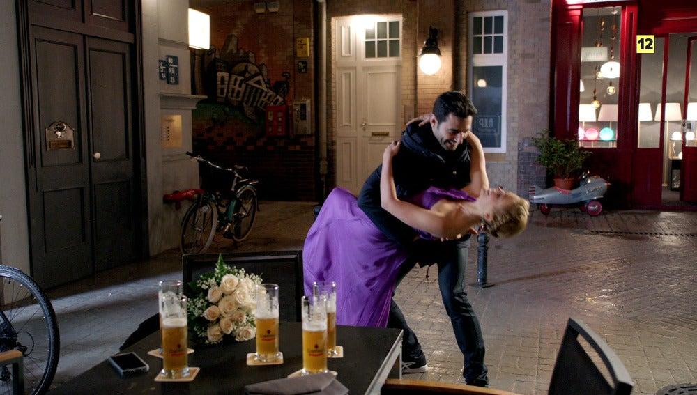 Álex baila con Ulrike
