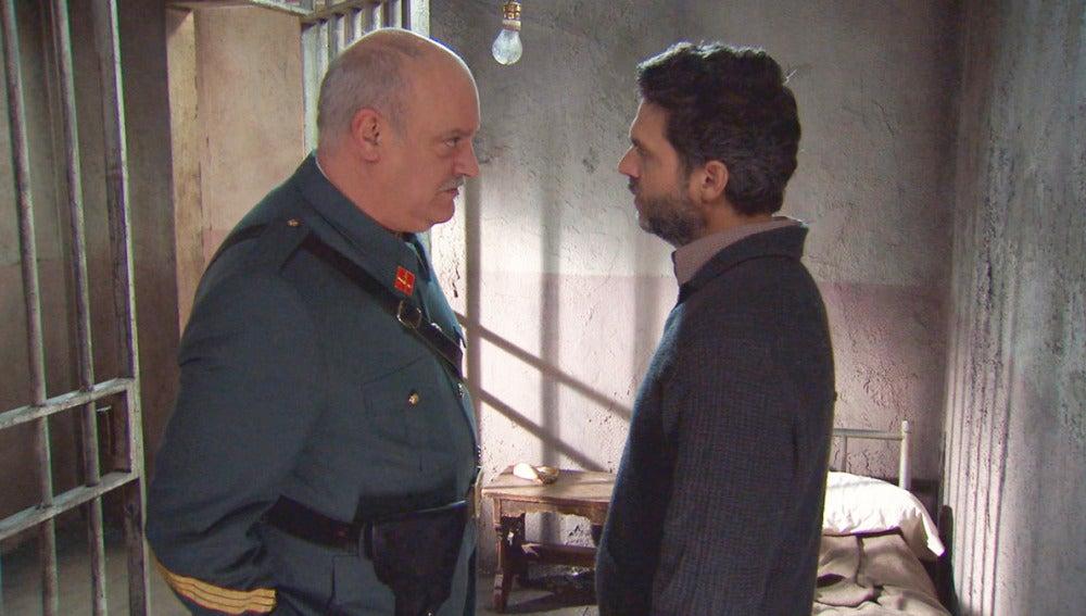 Foto Amar C803 - Eladio le da dos días al sargento Gervasio para que le saque de la cárcel