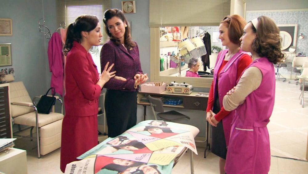 Adela y Sofía informan a las chicas de la campaña Unisex Amar C803