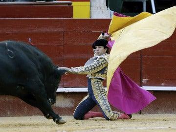 El torero Juan del Álamo salió a hombros al cortar una oreja a cada toro de su lote