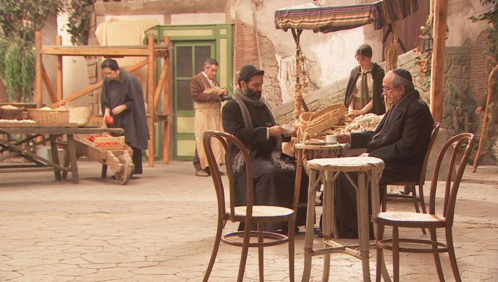 foto Puente Viejo C1283 - Don Berengario y don Anselmo discuten por el tratamiento de la Semana Santa
