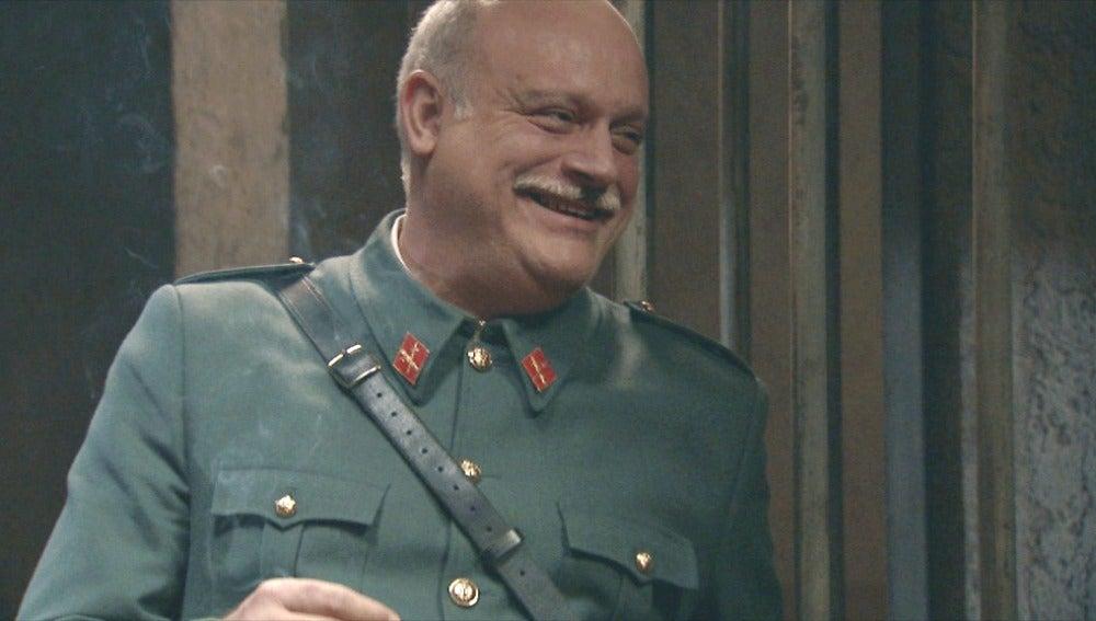 El sargento alegre por la pérdida de memoria de su hijo Guillermo
