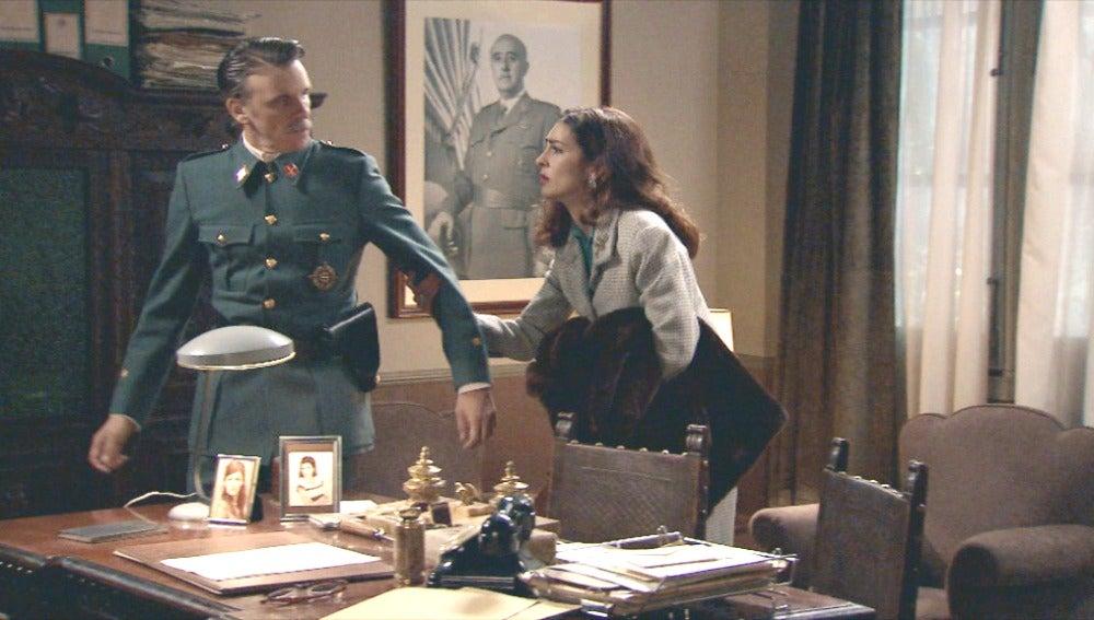 Rosa le ruega  a Tomás que se valla con ella a Zaragoza