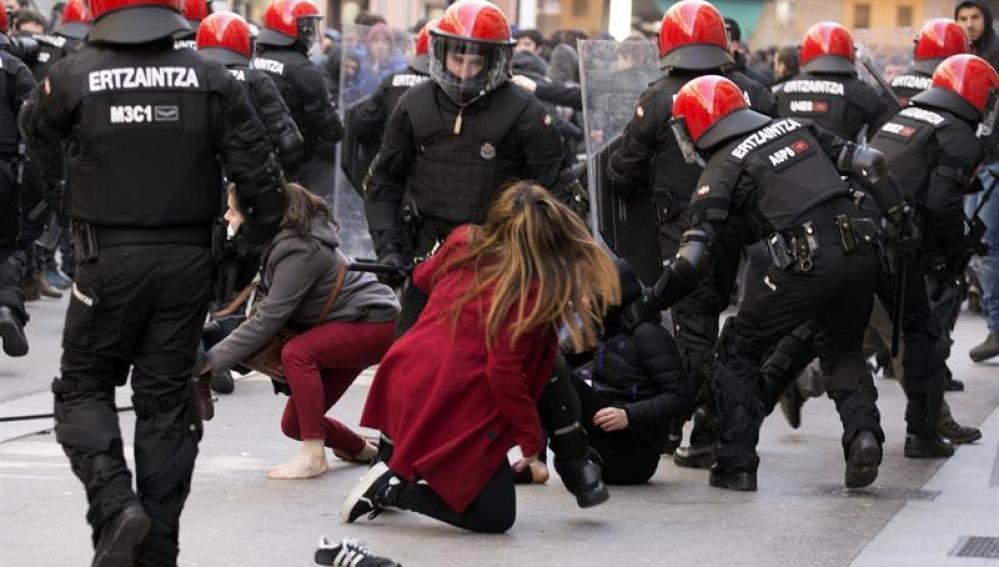 Antidisturbios en Vitoria