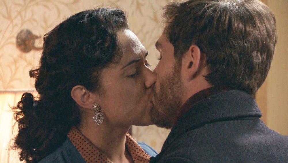 foto Amar C807 - Ángel pilla a su madre y a Toni besándose