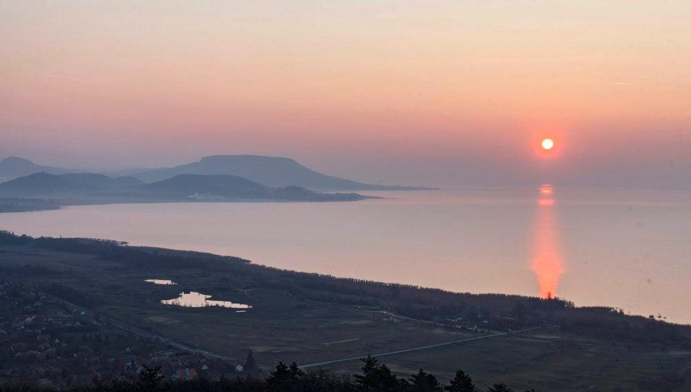 El sol se eleva sobre Hungría (17-03-2016)