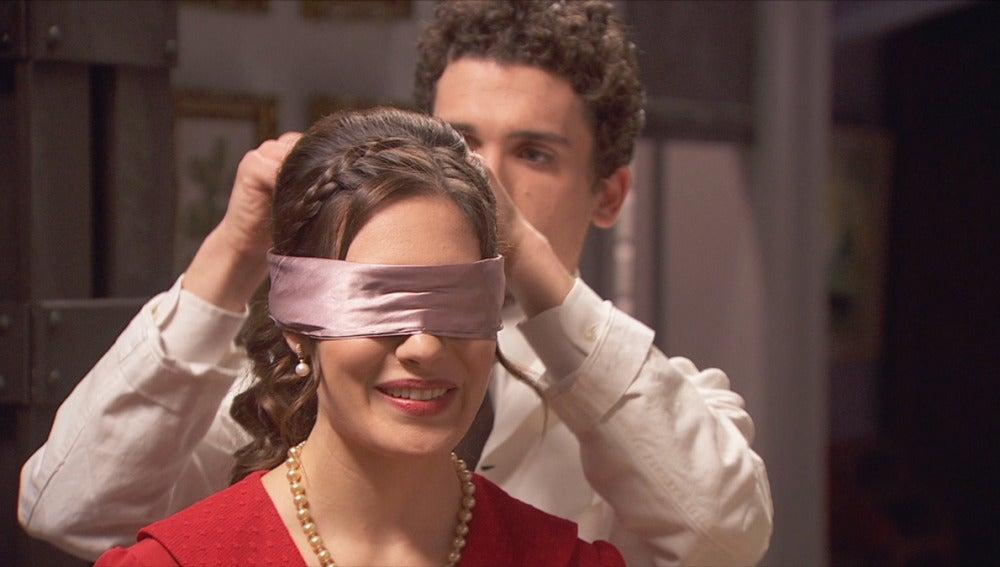 foto Puente Viejo C1286 - Camila y Elías 'juegan' entre perfumes