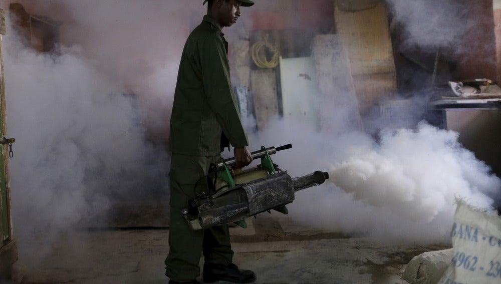 Fumigan contra el Zika en Cuba