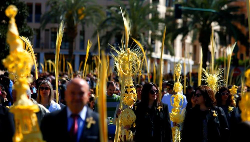 Miles de ilicitanos acompañan a Jesús Triunfante