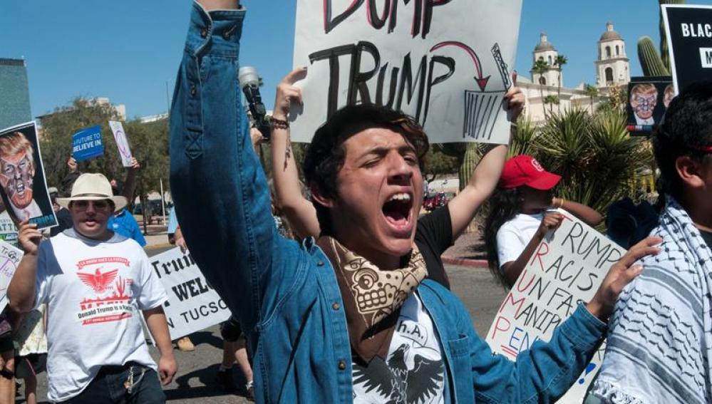 Incidentes, protestas y detenidos en la visita de Donald Trump a Arizona