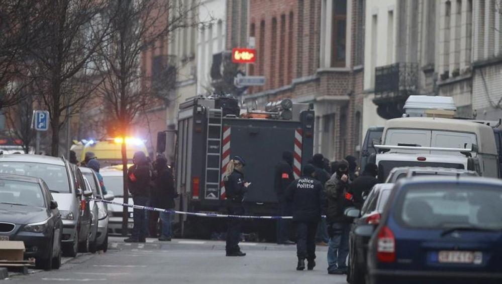 Fuerzas de seguridad especiales de Bélgica en la operación antiterrorista en Molenbeek
