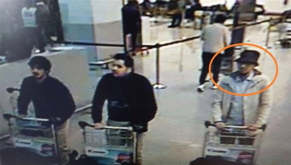 Uno de los sospechosos buscado por la Policía belga