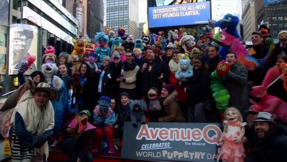 Times Square festeja el Día Mundial de las Marionetas