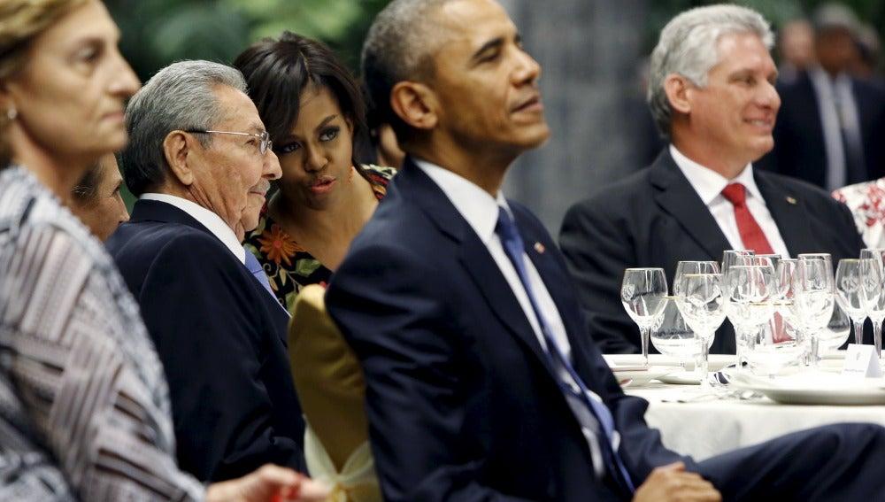 Castro agasaja a Obama con música y comida cubana en la cena de Estado